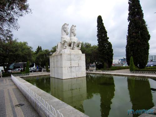 Lisboa - Jardim da Praça do Império (2) Estátua dos cavalos [en] Lisbon - Empire Square Garden - Horses statue