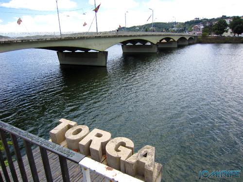 Monumento a Miguel Torga no Rio Mondego em Coimbra junto da ponte Santa Clara (1)