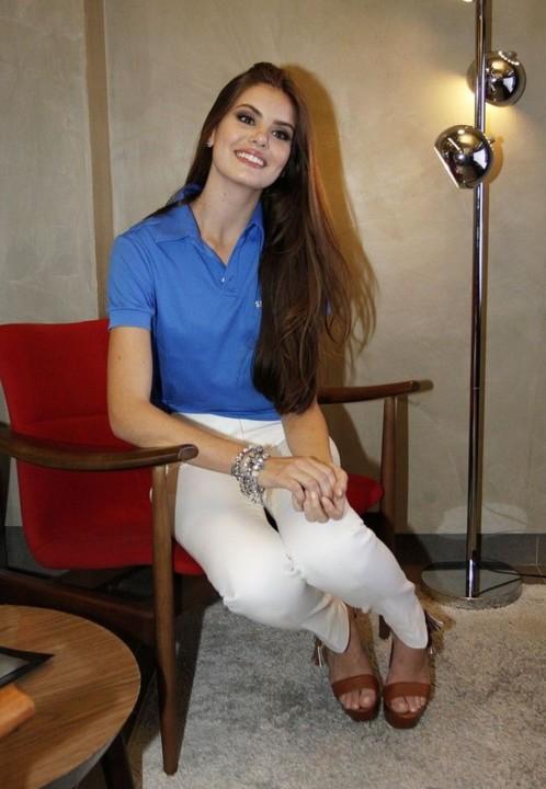 Camila Queiroz 4.jpg