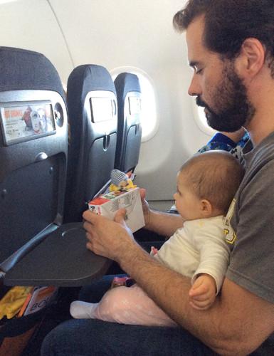 milton e maria no aviao.jpg