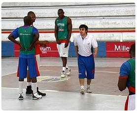 Joseba Garcia estreou-se nesta segunda-feira como seleccionador nacional da equipa sénior masculina de basquetebol