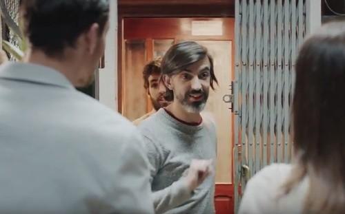 A mais recente campanha de publicadade da empresa de crédito Cetelem em Portugal  inclui um casal de pessoas do mesmo sexo. d3b58bdc700