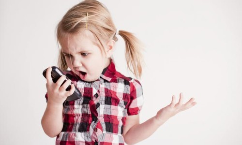 criança e telefone.jpg