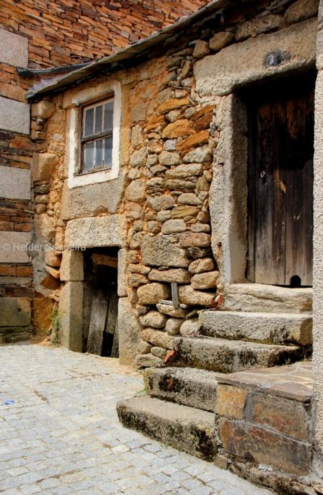 Portas e janelas de aldeia - hs.jpg
