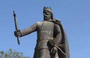estatua-de-d-afonso-iii-300x194[1].jpg