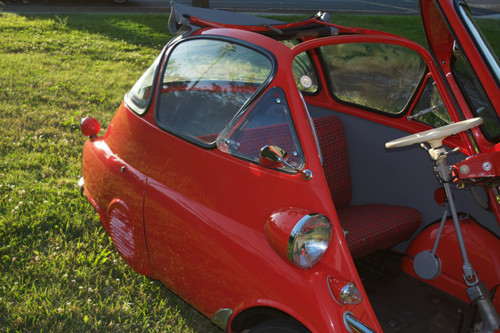 1956-BMW-isetta-300-bubble-car-microlino-inspirati