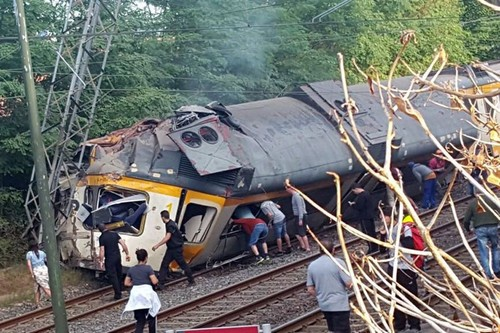 Galiza acidente de comboio português 9Set2016 aa.