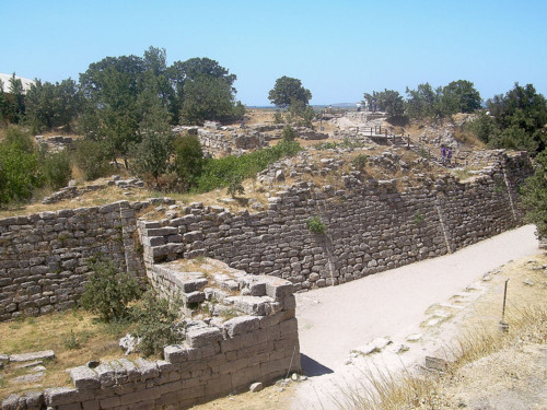 1200px-Walls_of_Troy_(2).jpg
