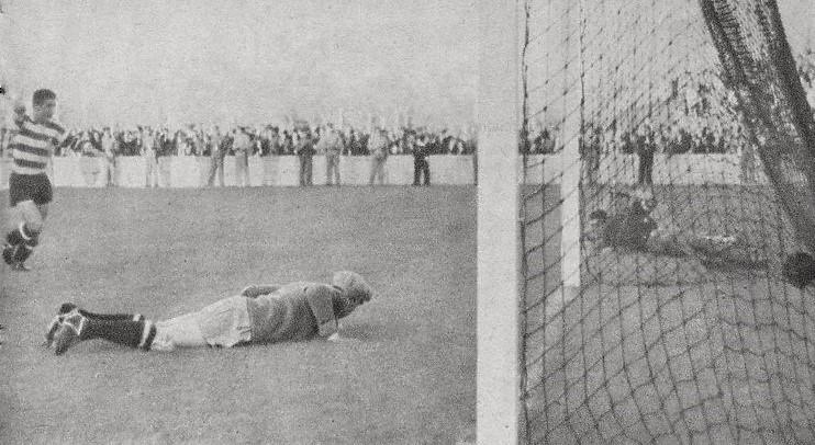 SCP 3 SLB 2 1943-44 golo de Peyroteo Stadium nº 8