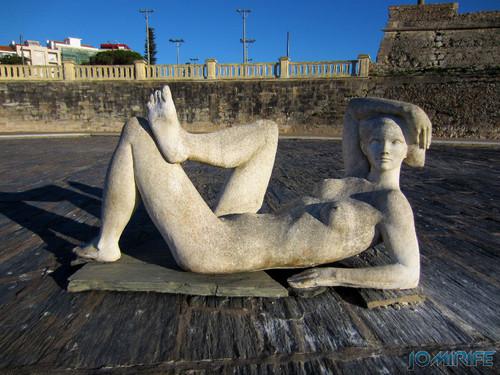 Espelho de água da Figueira da Foz sem água com a estátua da preguiça [en] Water mirror of Figueira da Foz without water with the statue of idleness