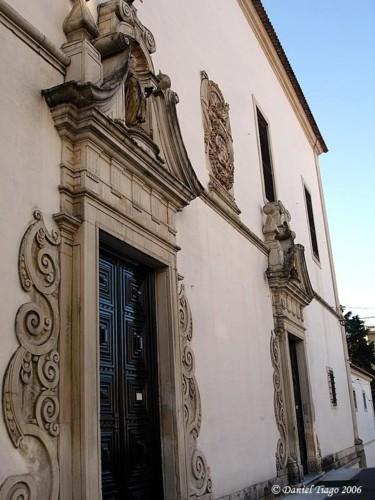Mosteiro de Santa Teresa. Porta da igreja.jpg