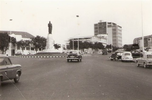 Luanda_-_estátua_de_D.Afonso_Henriques_-foto_anos