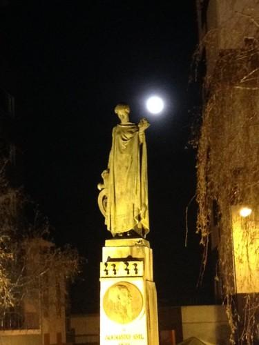 monumento a augusto gil.jpg