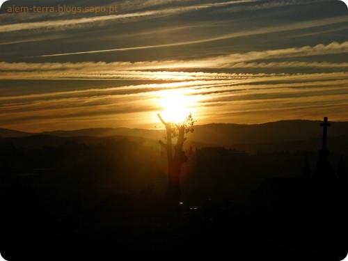 nascer do Sol sobre Oliveira de Azeméis,  visto a partir de Madail.
