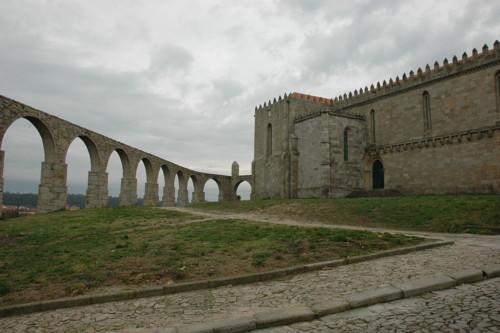 1200px-Vila_do_Conde_-_Monestir_i_aqüeducte.JPG