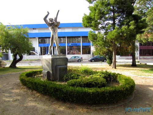 Jardim da Marinha Grande (11) Estátua [en] Garden of Marinha Grande in Portugal - Statue