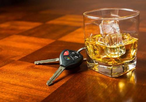 HD Vende carro para comprar álcool e esquece-se d