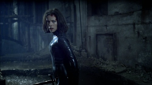 Underworld-2003-kate-beckinsale-5346845-1934-1080.