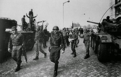 Terreiro do Paço 25 de Abril rendição de tropas