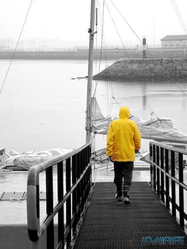 Chuva no mar: Velejador de amarelo - Figueira da Foz [en] Rain at sea: Sailor in yellow - Figueira da Foz, Portugal