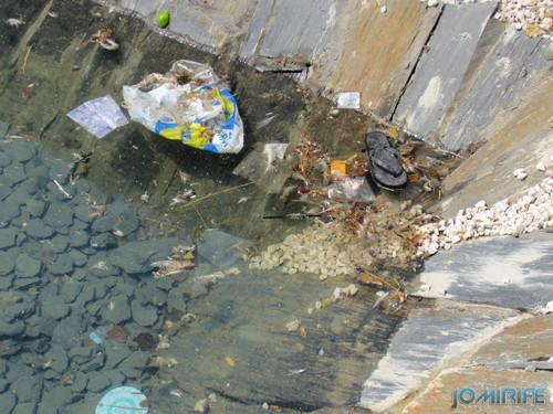 Obras públicas na Figueira da Foz - Espelho de água sujo com lixo (2013-08-25) (2) [en] Public works in Figueira da Foz Portugal - Water mirror dirty with trash