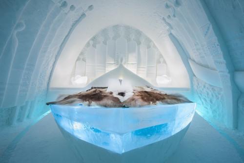 ICEHOTEL-2017-art-images-designboom-03.jpg