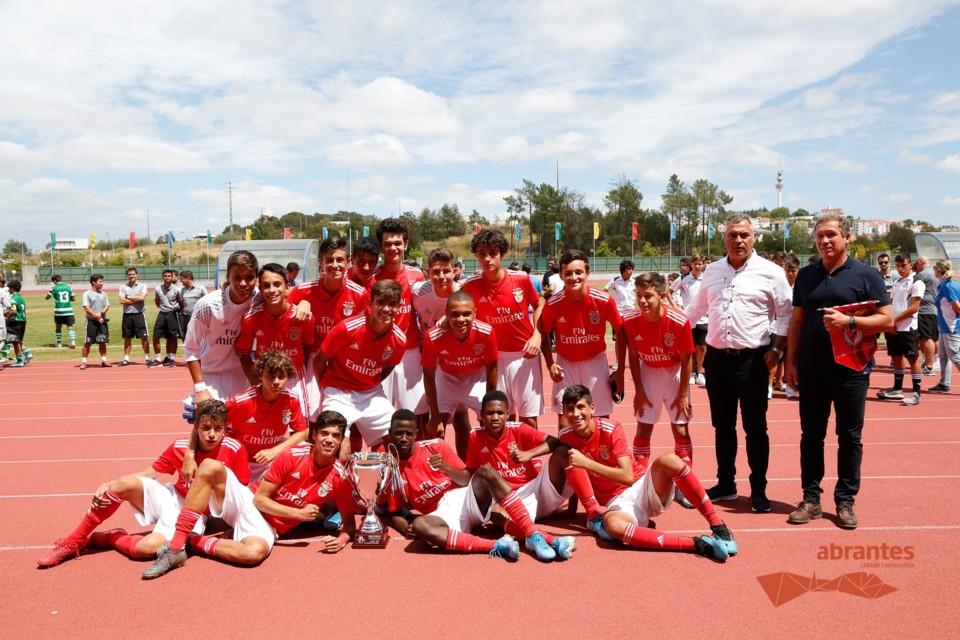 Equipa vencedora SL Benfica.jpg
