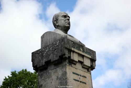 Busto de Lopo de Carvalho - 1º diretor do Sanató
