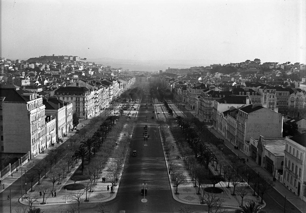 Panorâmica da avenida da Liberdade 1930.jpg