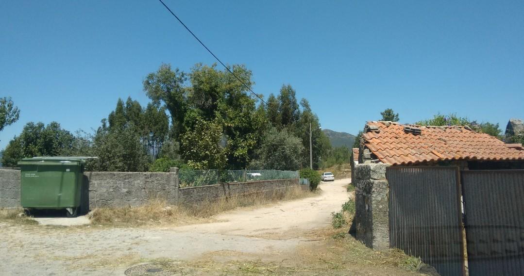 Caminho por pavimentar - Rua do Giestal.jpg