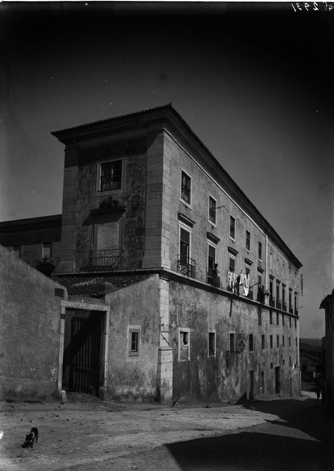 Entrada para o pátio do Palácio da Cova, 1900, f