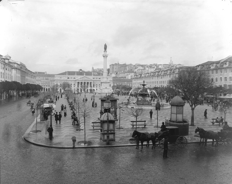 Urinol público na Praça Dom Pedro IV , ant. a 19