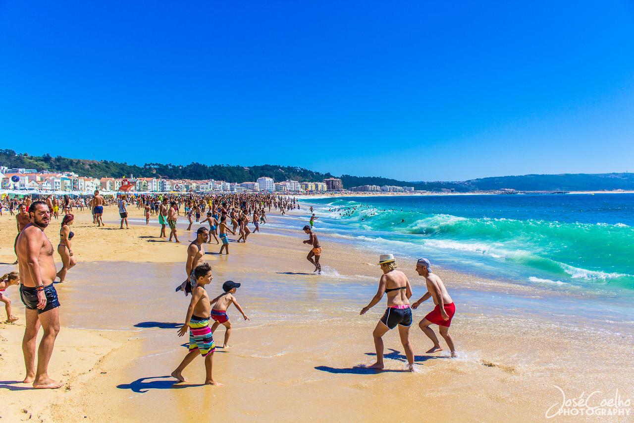 portugal nazaré vila piscatória praia azul mar turismo travel