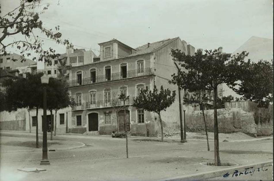 Casa da Câmara dos Olivaes no Largo do Leão, 194