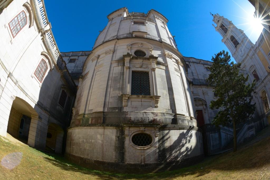 Pátio da Basílica.jpg