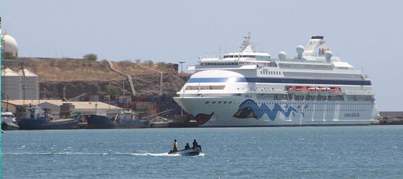 Turismo-de-cruzeiros-Porto da Praia CV.jpg