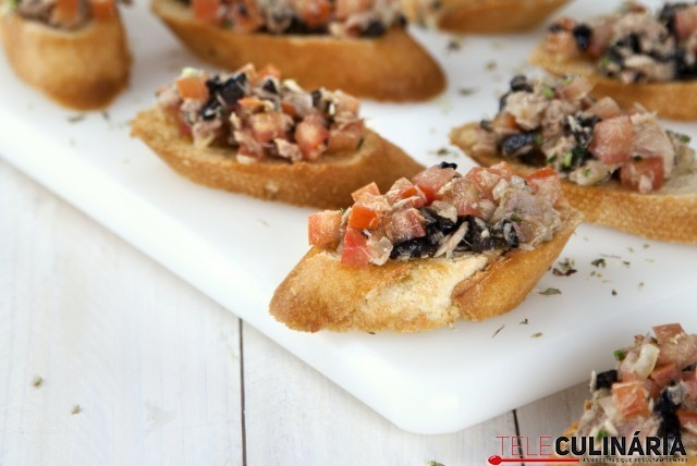 bruschetta-de-tomate-atum-e-azeitonas-640x428.jpg