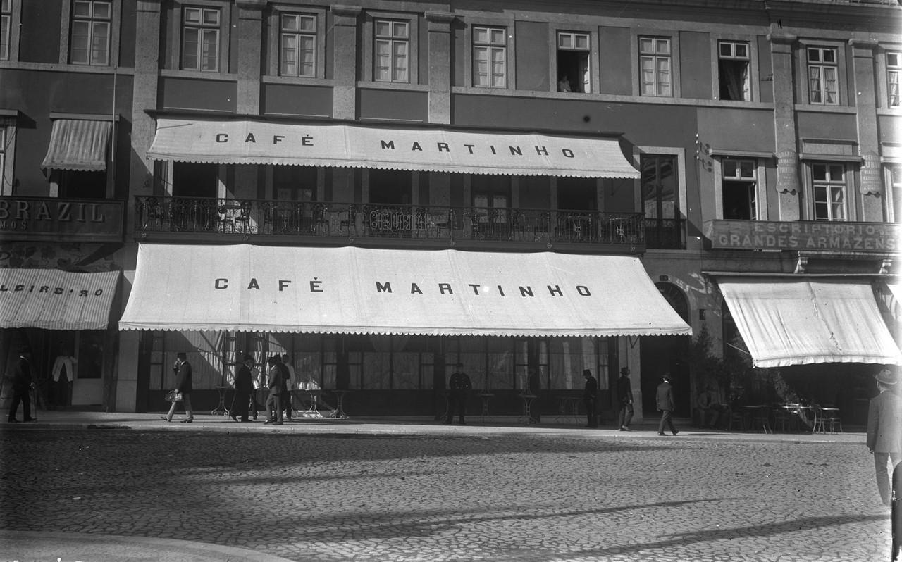 Café Martinho, 1909, foto de Joshua Benoliel, in