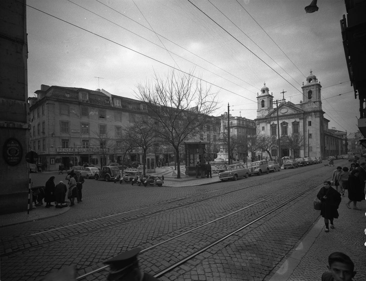 Praça e Igreja de São Paulo, 1963, foto de Arman