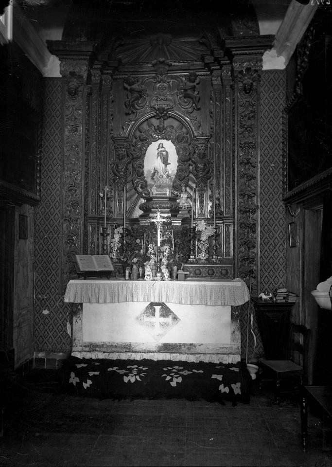 Convento dos Cardais, altar lateral da igreja.jpg