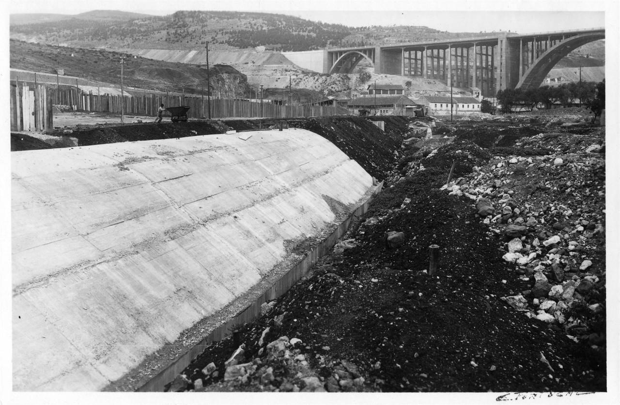 Caneiro de Alcântara, obras de cobertura da ribei