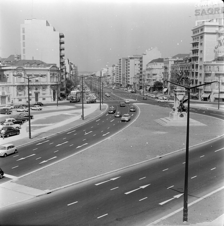 Praça Duque de Saldanha e avenida da República,1
