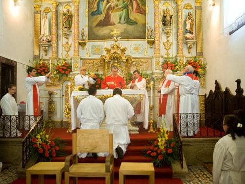 D. António Taipa preside às cerimónias do Crisma em Boelhe, 7 Nov. 2010
