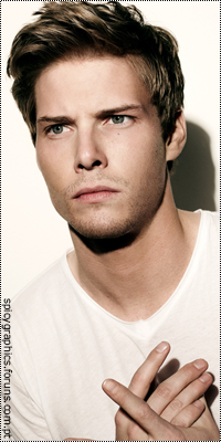 Hunter Parrish 16842373_j3zos